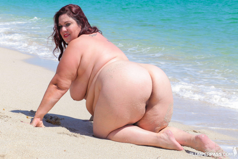 Пляж пухленькие секс