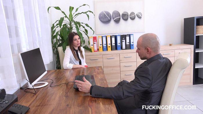 трахнул секретаршу на собеседовании россия