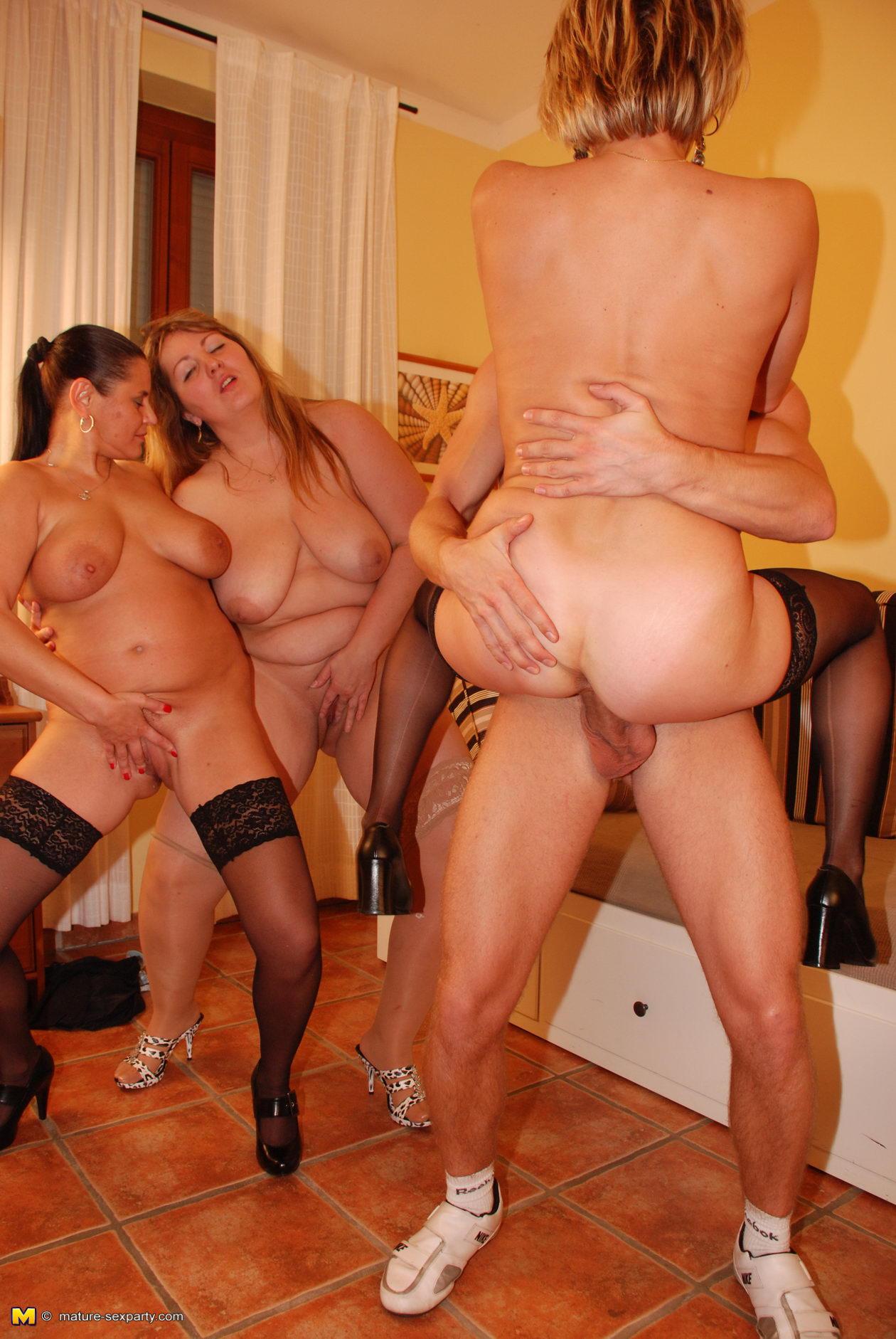 Longrie milf ladies strip group sex, ferrporn video