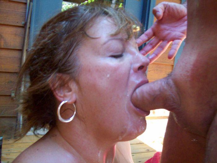 уже зрелая баба делает глубокий миньет глотает сперму порно-видео