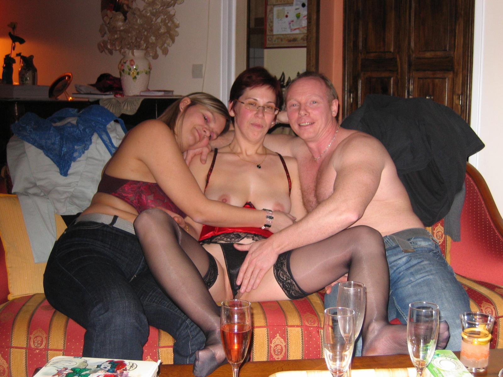 Свингеры в литве фото, полные порно фильмы одна на толпу